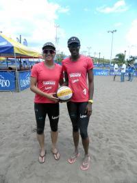 Karen Cope y Natalia Alfaro, de Ferretería Brenes Lanco, lograron el bicampeonato. (Foto: Carlos Barquero)