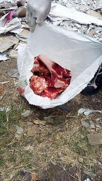 La policía decomisó este saco con carne para el respectivo análisis