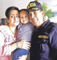 Lágrimas de felicidad rodaron por las mejillas de doña María Alfaro y del oficial Murillo