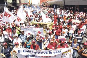 APSE movilizó a sus afiliados que protestaron contra iniciativas gubernamentales que los afectarían