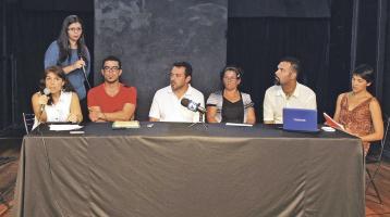 La Red en Defensa de la Cultura,  convocó ayer a los medios de comunicación y gremios afectados por los problemas del FIA