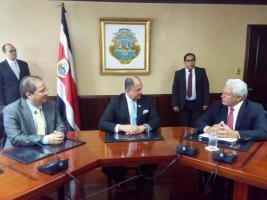 Solís y Mohmed firman el acuerdo de Chapultepec