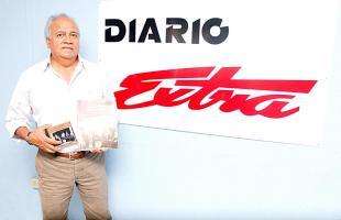 Mario Zaldivar  recopilo canciones  como 'Boca de sangre' de Mario Chacón y 'Eso es imposible' de Ray Tico llenan la lista del disco