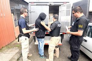 Tres oficiales introdujeron a la perrera a un sospechoso de asaltar viviendas