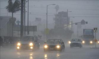 Las ciudades de Dallas y Houston también sufrieron daños por las tormentas, que se extendieron hasta el estado de Colorado y llevaron a las autoridades a emitir alertas por posibles tornados en partes