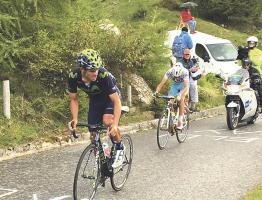 Amador subió por el Puerto del Mortirolo con clase, sin darle ventaja a sus rivales. (Foto: Cortesía Movistar Team)