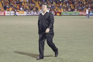 Óscar Ramírez se vuelve a alejar del banquillo manudo