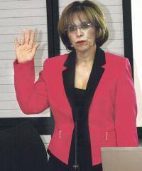 María Eugenia Villalta, gerente médica de la CCSS, compareció ante los diputados que investigan las muertes en espera de cateterismos
