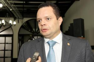 Gonzalo Ramírez, diputado de Renovación Costarricense, pide despedir a asesor.
