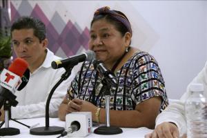 Menchú llama a padres de 43 desaparecidos en México a preservar su memoria La premio nobel de la paz, la guatemalteca Rigoberta Menchú Tum , habla hoy , viernes 29 de mayo de 2015 durante una rueda de