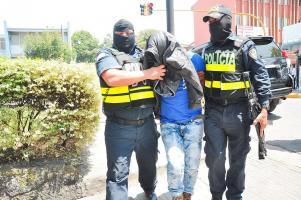 """Oficiales de la DUE capturaron a """"Secre"""" y lo llevaron a las celdas judiciales"""