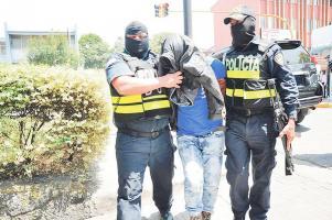 La Fuerza Pública detuvo a los 16 tipos y los llevó al Ministerio Público
