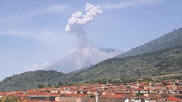 El Volcán Fuego de Guatemala, vuelve a tener actividad eruptiva con explosiones, temblores y lanzamiento de ceniza