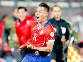 Eduardo Vargas celebra el golazo que le dio a Chile la clasificación a la final
