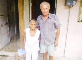 Doña Berta junto a su amor Carlos Azofeifa, quien es 36 años menor que ella
