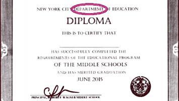Escuela gringa da diploma con errores ortográficos