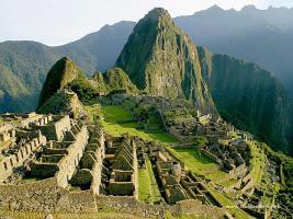 Machu Picchu, una enorme ciudad prehispánica, es la principal atracción turística de Perú