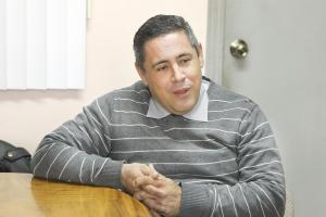 El director Carlos Rodríguez argumenta que hay muchas cosas que les impiden prestar el gimnasio