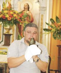 El padre José Francisco Arias, rector del Santuario Nacional de los Ángeles, confirmó a DIARIO EXTRA que el 23 de julio empieza la novena en honor a La Negrita