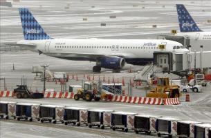 Nueva York y La Habana, conectados desde hoy con un primer vuelo de JetBlue Según informó hoy en un comunicado la aerolínea, JetBlue se convierte en la primera compañía aérea grande de Estados Unidos