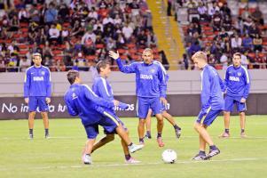 Boca Juniors se entrenó anoche en el Estadio Nacional donde afinó detalles para el compromiso de esta noche