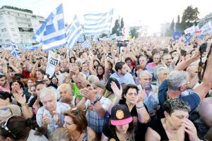 Miles de personas se congregaron en Atenas