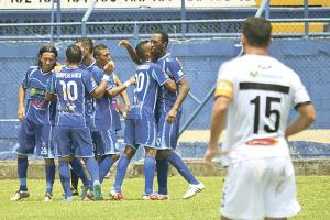 Los sureños celebran su primera victoria en el Torneo de Copa