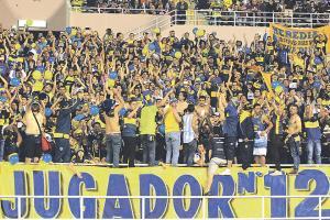 Los seguidores de Boca Juniors en el país llenaron de bandera a bandera la gradería norte del Estadio Nacional