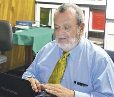Óscar Fonseca, presidente del Colegio de Ingenieros, pide que en el tema científico sanitario del aguacate solo expertos opinen