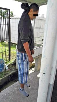 El hombre fue encontrado detrás de una fila de tumbas en el cementerio de Guápiles