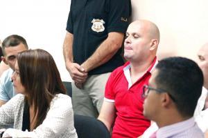 Los cuatro acusados escuchan con atención la sentencia