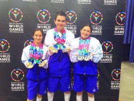 Jenny Brenes con 4 oros, Daniel Vargas 3 oros y una plata; Yorleni Chavarría con 4 platas,  posan después de la premiación
