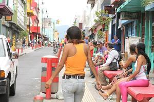 Sobre el bulevar de la calle 8 es fácil observar a trabajadoras del sexo