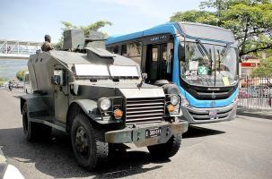 Tanquetas de la Fuerza Armada recorrieron las principales calles de la capital para vigilar el traslado de algunos pasajeros