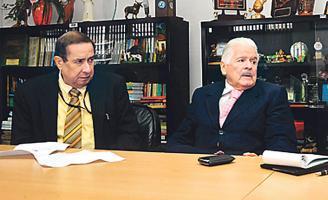 El exministro y exdiputado Bernal Jiménez está internado hace varios días en el Hospital Clínica Bíblica. En la foto con don William Gómez (q.d.D.g.), director emérito del Grupo Extra