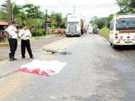 La víctima quedó sin vida tras el impacto del microbús