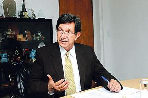 Rosendo Pujol, titular de Vivienda, indicó que solicitará ¢14 mil millones  para construir 700 casas para los damnificados del huracán Thomas