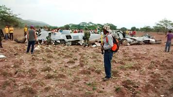 Custodiaron los restos de la aeronave para investigarlos. EFE
