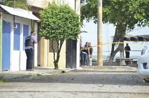 Agentes del OIJ rodearon la casa y entraron para sacar a Calderón