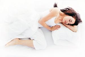 Es recomendable dormir de 6 a 9 horas para  obtener  resultados más rápidos