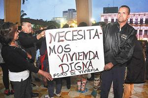 El Foro de Vivienda se mostró indignado porque devolverán los fondos para proveer de casas a damnificados por el huracán Thomas