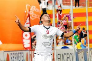 Ariel Rodríguez celebró su gol con todo, pues desde la pretemporada venía en blanco