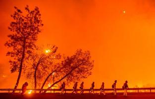 Bomberos trabajaron en las labores de extinción catalogadas como extremas en Clearlake, California