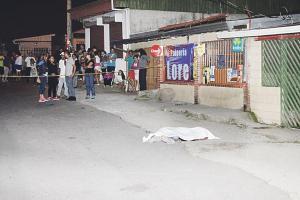 Alejandro Fallas quedó tirado en la calle, luego de recibir dos balazos en la cabeza