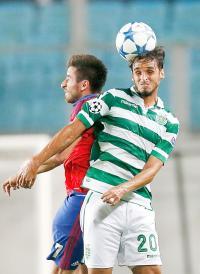 Bryan Ruiz tuvo un partido bastante discreto y no pudo evitar la eliminación del Sporting. (Foto: EFE)
