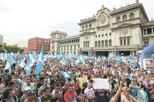 Las protestas para exigir la renuncia del mandatario continuaron en varias partes del país