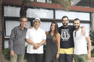 Eduardo Martín (Cuba), Jorge Luis Zamora (Cuba-Costa Rica), Zaira Santos,  Paco y Javier Conde de España posaron para DIARIO EXTRA