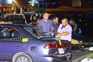 Cuando se produjo el ataque, la víctima aparentemente iba a abordar este vehículo que opera como taxista pirata