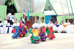 Color y el ritmo reflejaron las pequeñas del Cecudi de Montes de Oro, durante la celebración del Día del Régimen Municipal