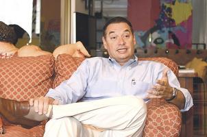 El alcalde alajuelense, Roberto Thompson, recibió en su casa a DIARIO EXTRA